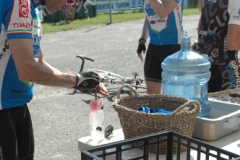 granfondo-at-feed-station
